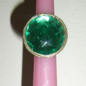 Jewelry - Vintage Antique Style large green stoned ring